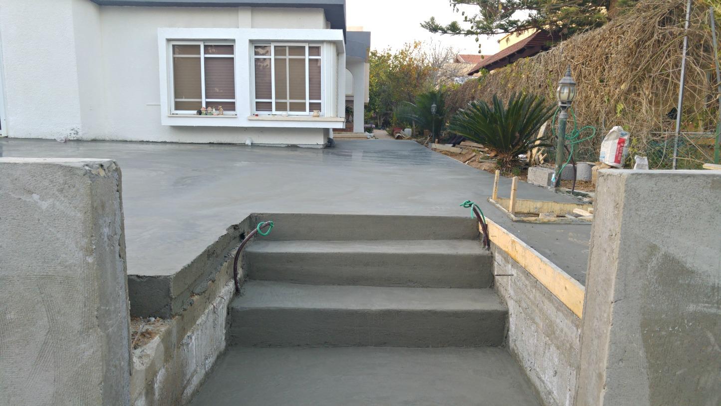 יציקת מדרגות וחומות